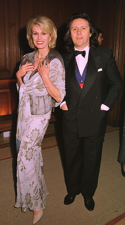 Actress JOANNA LUMLEY and her husband MR STEPHEN BARLOW, at a banquet in Surrey on 12th November 1998.MLX 27
