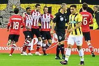 ARNHEM - Vitesse - PSV , Voetbal , Eredivisie , Seizoen 2016/2017 , Gelredome , 29-10-2016 ,  PSV speler Gaston Pereiro zet PSV vroeg op 0-1 Terwijl Vitesse speler Navarone Foor teleurgesteld voorbij loopt