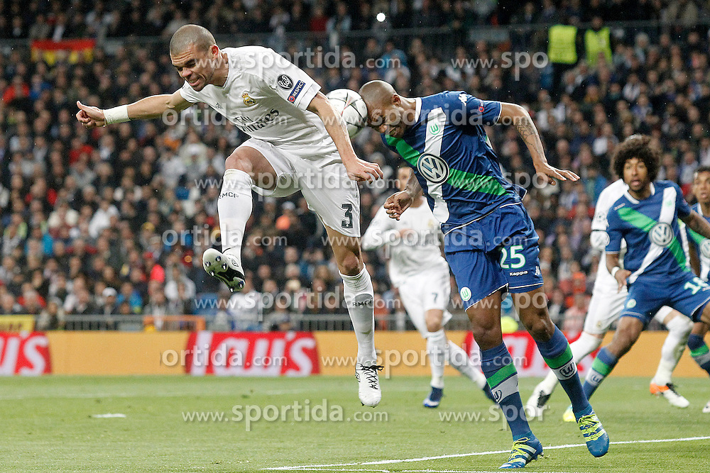 12.04.2016, Estadio Santiago Bernabeu, Madrid, ESP, UEFA CL, Real Madrid vs VfL Wolfsburg, Viertelfinale, Rueckspiel, im Bild Real Madrid's Pepe (l) and WfL Wolfsburg's Naldo // during the UEFA Champions League Quaterfinal, 2nd Leg match between Real Madrid and VfL Wolfsburg at the Estadio Santiago Bernabeu in Madrid, Spain on 2016/04/12. EXPA Pictures &copy; 2016, PhotoCredit: EXPA/ Alterphotos/ Acero<br /> <br /> *****ATTENTION - OUT of ESP, SUI*****