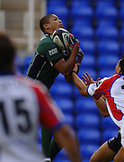 2005/06 Guinness Premiership Rugby, London Irish vs Bristol Rugby; Bristol Rugby, Delon Armitage collects the high ball. Madejski Stadium, Reading, ENGLAND 24.09.2005   © Peter Spurrier/Intersport Images - email images@intersport-images