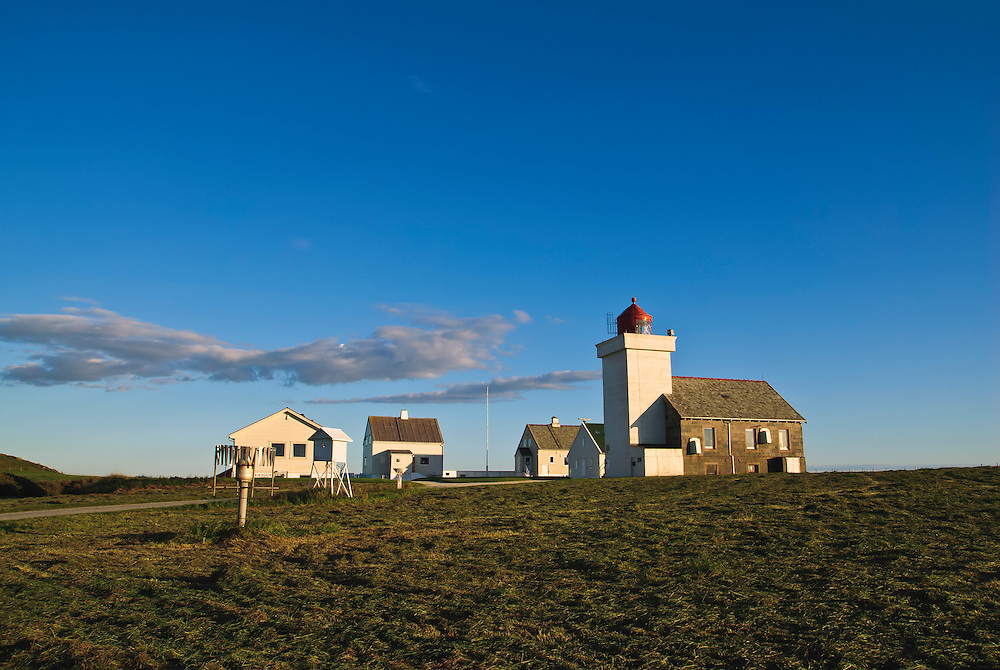 Late summer by Obrestad lighthouse at Jæren, Norway. Sensommer ved Obrestad fyr på Jæren.