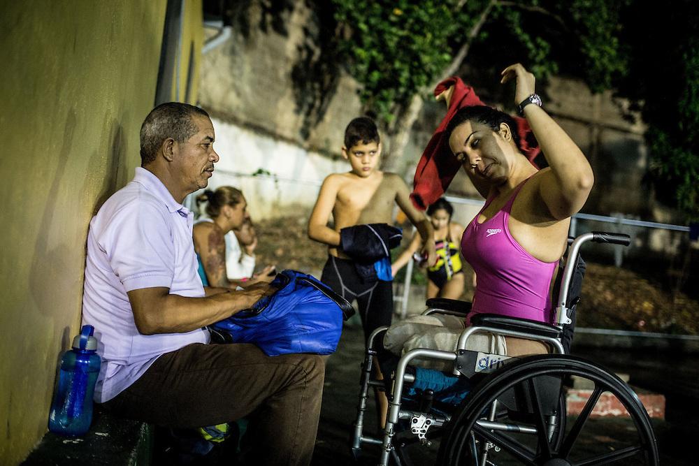 Zarevitz se prepara para iniciar su clase de natación en el IND del Paraíso. Caracas, 08 de mayo de 2014. (Foto/Ivan Gonzalez)