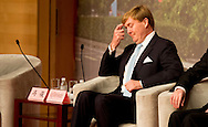 SHANGHAI - King Willem-Alexander of The Netherlands visit the China Executive Leadership Academy Puding in Shanghai, China, 28 October 2015. The King and Queen are in china for an 5 day state visit. COPYRIGHT ROBIN UTRECHT