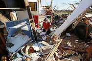 Charles Maloney tries to salvage papers from his tornado-destroyed home on Heather Lane in Moore, Oklahoma May 21, 2013. A massive tornado tore through a suburb of Oklahoma City, wiping out whole blocks and killing at least 24.   REUTERS/Rick Wilking (UNITED STATES)