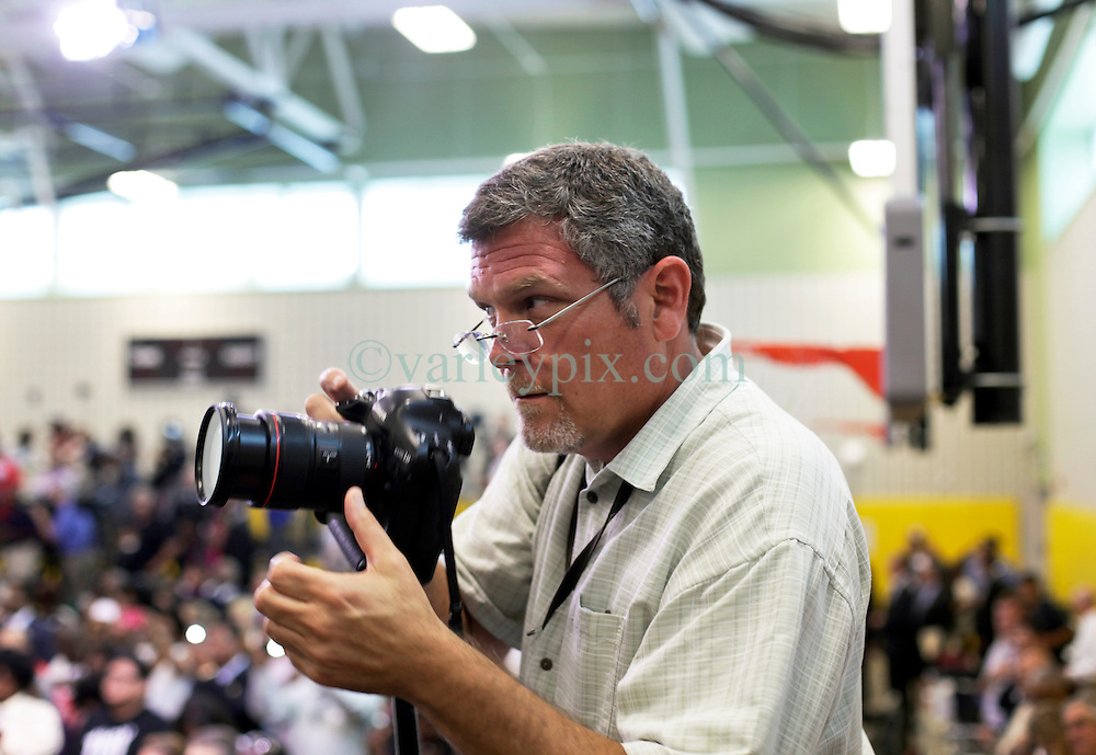 27 August 2015. Andrew P. Sanchez &amp; Copelin-Byrd Multi Service Center, Lower 9th Ward, New Orleans, Louisiana.<br /> Photographer David Grunfeld of the Times Picayune prepares for a visit from President Obama.<br /> Photo credit&copy;; Charlie Varley/varleypix.com.