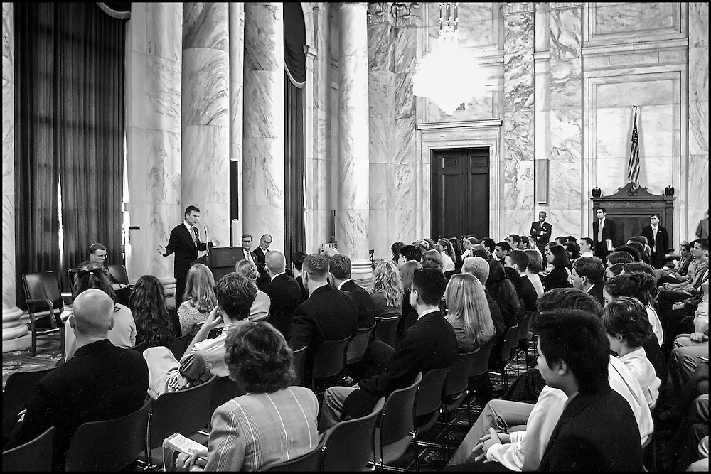 Senate Majority Leader Tom Daschle and Senate Minority Leader Trent Lott speak to a group of Capitol Hill interns in the Russell Building about security issues during this time..9/25/01..©PF BENTLEY/PFPIX.com