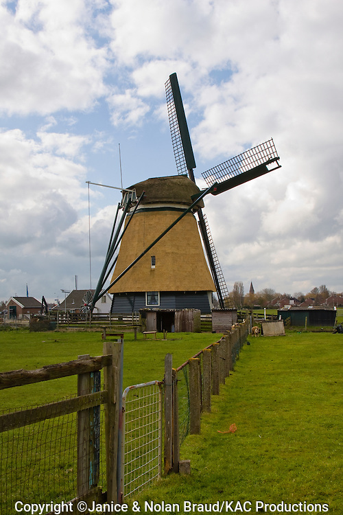 Windmill near the village of Akersloot in North Holland. The Netherlands.