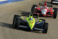 Vitor Meira and Dan Wheldon at the Nashville Superspeedway, Firestone Indy 200, July 16, 2005