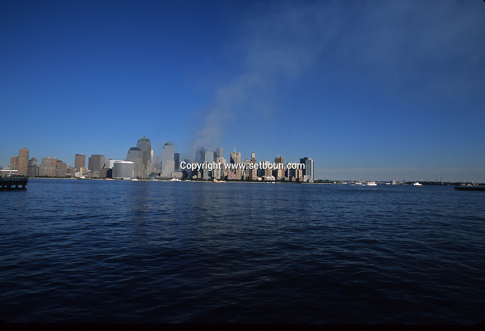 New York.  The destroyed skyline view from Staten island  Ferry. after the terorist attack on world trade center towers in Manhattan  New york  Usa /   Le skyline detruit vu depuis le staten island ferry . Apres l'attaque terroriste sur les tours du world trade center a Manhattan  New york  USA