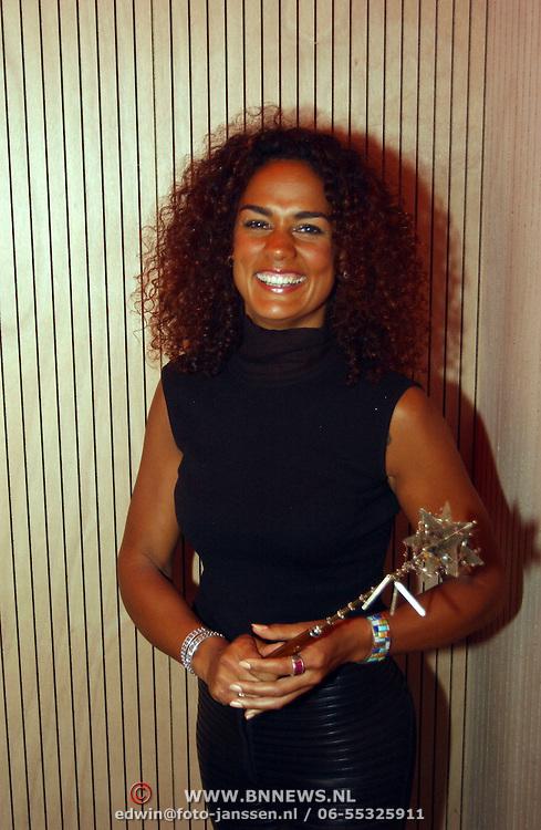 Uitreiking Cosmopolitan Style Award, Chimene van Oosterhout