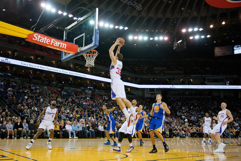 October 29, 2010; Oakland, CA, USA;  Los Angeles Clippers power forward Blake Griffin (32) dunks against the Golden State Warriors during the first quarter at Oracle Arena.