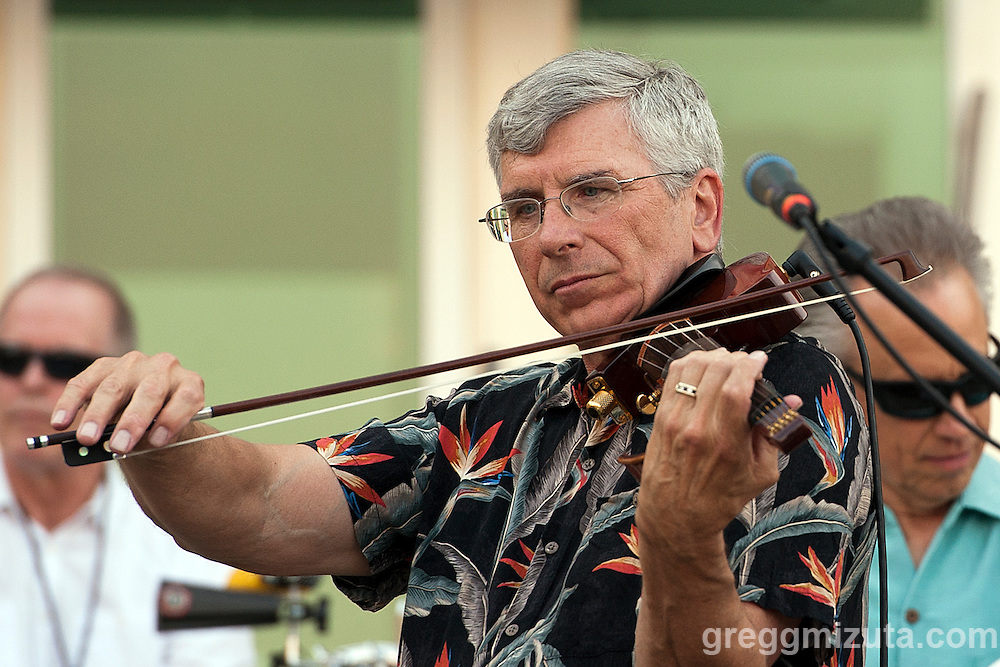 Kevin Kirk & Onomatopoeia's violist Tom Tompkins perform at the Meridian Arts Commission's Concerts on Broadway, Meridian, Idaho, August 22, 2015.