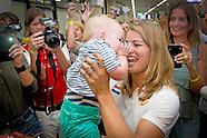 Dafne Schippers is terug in Nederland. De winnares van de 200 meter bij de wereldkampioenschappen at
