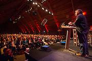 Hans Spekman houdt een toespraak tijdens het congres. In Utrecht wordt het PvdA congres gehouden. Tijdens het congres wordt de aftrap gegeven voor de verkiezing van de Provinciale Staten en de waterschappen. Ook wordt afscheid genomen van Mariette Hamer an Frans Timmermans.<br /> <br /> The Labour Party conference is held in Utrecht. During the conference, the kickoff is given for the election of provincial and district water boards.
