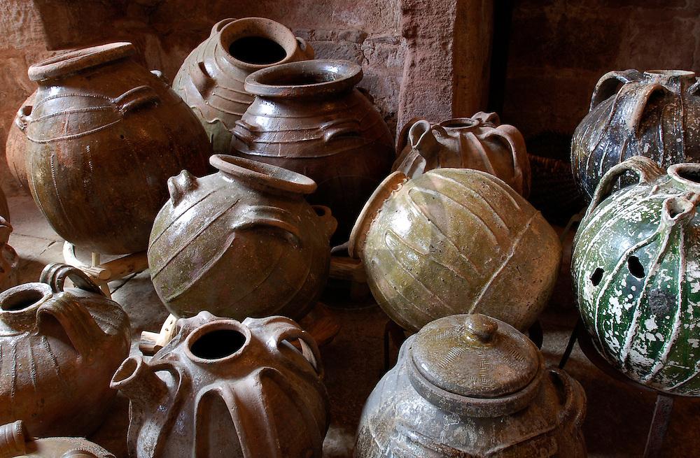 03/05/05 - PRUINES - AVEYRON - FRANCE - Collection de poteries anciennes au Chateau de PRUINES - Photo Jerome CHABANNE