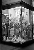 1963 - Du Pont Orlon fashion window displays