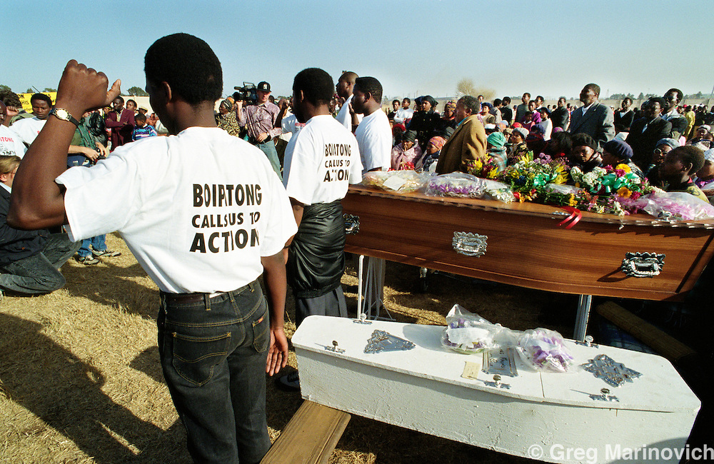 Boipatong, Vaal Triangle, Transvaal, South Africa. Mourners at the mass funeral of 41 people killed by Zulus in the Boipatong Massacre, 1992.