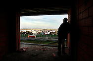 """Maciel Barros contemplates the city and the river in one of the unfinished condominium apartments. In mid-January he will flight to England in search of work, this because """"in Portugal there is no hope for better days"""""""