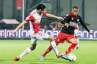 ROTTERDAM - SBV Excelsior - FC Utrecht , Voetbal , Eredivisie, Seizoen 2015/2016 , Stadion Woudestein , 03-10-2015 , FC Utrecht speler Mark van der Maarel (l) in duel met Excelsior speler Brandley Kuwas (r)