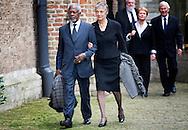 DELFT - De voormalige secretaris-generaal van de Verenigde Naties, Kofi Annan, en diens vrouw komen aan bij de Oude kerk voor de herdenkingsdienst voor de op 12 augustus overleden prins Friso. De dienst is besloten. COPYRIGHT ROBIN UTRECHT