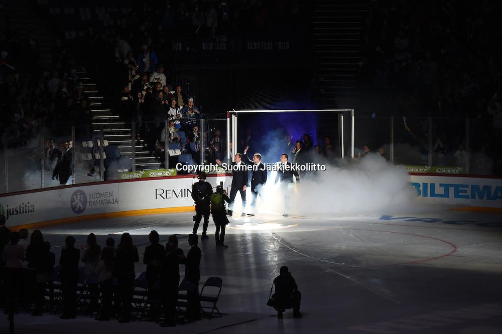 Saku Koivu, Ville Peltosen ja Jere Lehtisen pelinumerot jäädytettiin Hartwall Arenalla lauantaina 26.12.2015.
