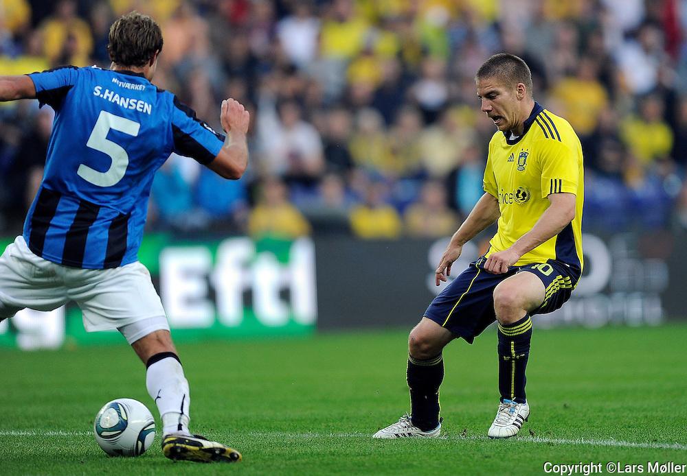 DK Caption:<br /> 20110911, Br&oslash;ndby, Danmark:<br /> Superliga fodbold, Br&oslash;ndby - HB K&oslash;ge:<br /> Stefan Hansen, HB K&oslash;ge., Martin Bernburg, BIF Br&oslash;ndby.<br /> Foto: Lars M&oslash;ller<br /> <br /> UK Caption:<br /> 20110911, Brondby, Denmark:<br /> Superleague football  Brondby - HB K&oslash;ge:<br /> Stefan Hansen, HB K&oslash;ge., Martin Bernburg, BIF Br&oslash;ndby.<br /> Photo: Lars Moeller