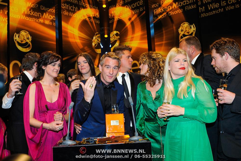 NLD/Amsterdam/20131018 - Televiziergala 2013, Winnaars met de Televizierring Wie is de Mol oa kees Tol, Art Rooijakkers, Caroline Borgers, Annemarie Jung