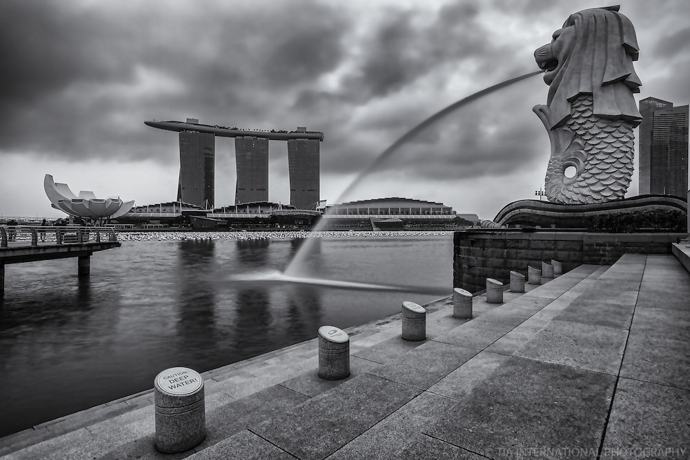 Marina Bay Sands Resort (left) & The Merlion (National Emblem of Singapore)