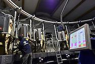 15/10/15 - CLUCY - JURA - FRANCE - Salle de traite rotative de 20 places BOUMATIC. Elevage de Montbeliardes du GAEC du Tilleret - Photo Jerome CHABANNE