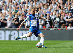 Bristol Rovers' Lee Mansell slots home the winning spot kick - Photo mandatory by-line: Neil Brookman/JMP - Mobile: 07966 386802 - 17/05/2015 - SPORT - football - London - Wembley Stadium - Bristol Rovers v Grimsby Town - Vanarama Conference Football