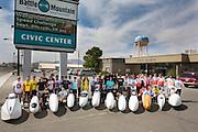 de zesde racedag. In Battle Mountain (Nevada) wordt ieder jaar de World Human Powered Speed Challenge gehouden. Tijdens deze wedstrijd wordt geprobeerd zo hard mogelijk te fietsen op pure menskracht. Ze halen snelheden tot 133 km/h. De deelnemers bestaan zowel uit teams van universiteiten als uit hobbyisten. Met de gestroomlijnde fietsen willen ze laten zien wat mogelijk is met menskracht. De speciale ligfietsen kunnen gezien worden als de Formule 1 van het fietsen. De kennis die wordt opgedaan wordt ook gebruikt om duurzaam vervoer verder te ontwikkelen.<br /> <br /> the sixth racing day. In Battle Mountain (Nevada) each year the World Human Powered Speed Challenge is held. During this race they try to ride on pure manpower as hard as possible. Speeds up to 133 km/h are reached. The participants consist of both teams from universities and from hobbyists. With the sleek bikes they want to show what is possible with human power. The special recumbent bicycles can be seen as the Formula 1 of the bicycle. The knowledge gained is also used to develop sustainable transport.