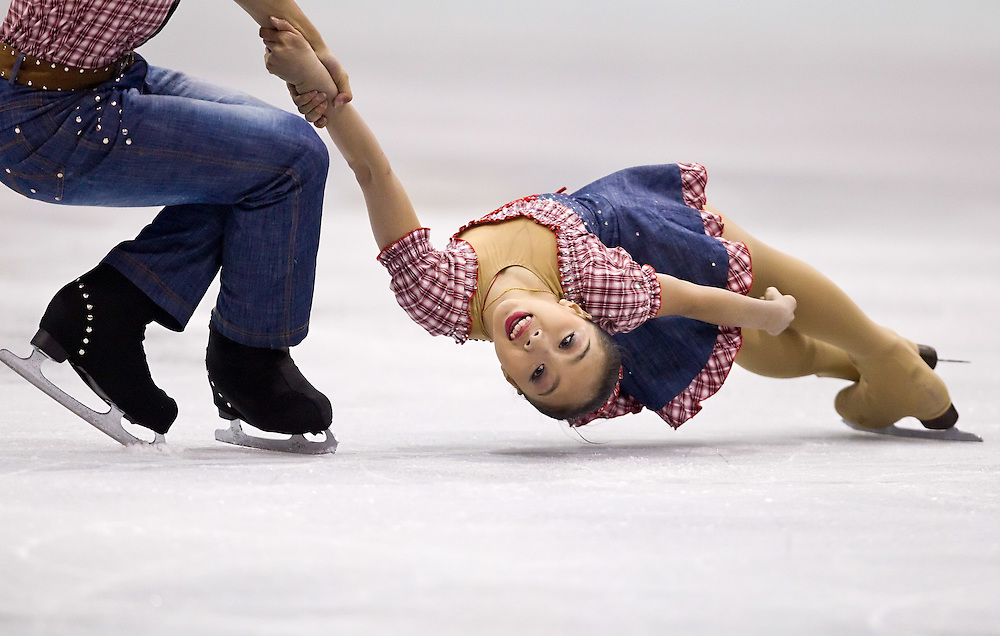 GJR319 -20111028- Mississauga, Ontario, Canada-  Wenjing Sui of China is spun by her partner Cong Han during their short program at Skate Canada International, October 28, 2011.<br /> AFP PHOTO/Geoff Robins