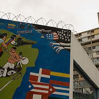 Mural que representa la lucha de latinoamerica contra el imperio de los Estados Unidos de América (USA) ubicado en el sector 'La Cañada' de la parroquia 23 de Enero. Caracas, 01 Feb 2008. (ivan gonzalez).