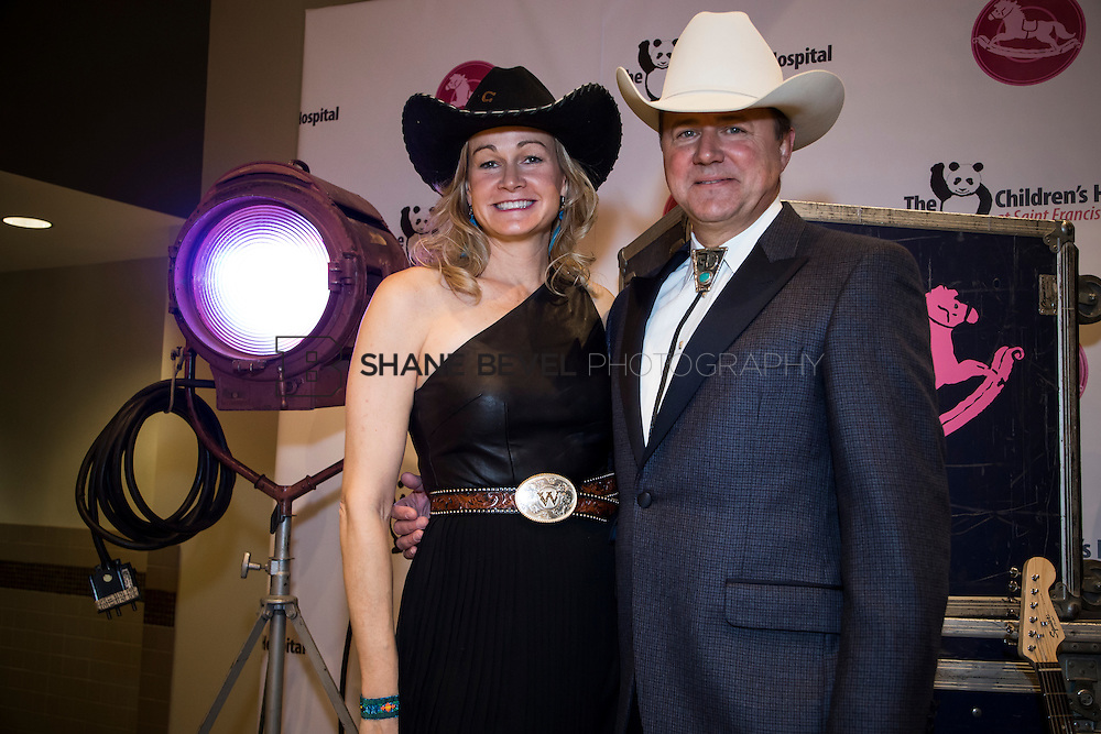 11/1/13 6:43:45 PM --- 2013 Painted Pony Ball for The Children's Hospital at Saint Francis with Chris Young and Dwight Yoakam. <br /> <br /> Photo by Shane Bevel