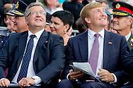 DRIEL 20 SEPTEMBER 2014 - Koning Willem-Alexander woont op zaterdag 20 september in Driel de 70ste herdenking bij ter nagedachtenis aan de bijdrage van de 1ste Poolse Onafhankelijke Parachutistenbrigade aan de Slag om Arnhem. Ook president Komorowski van de Republiek Polen en minister van Defensie Hennis-Plasschaert zijn aanwezig en houden tijdens de herdenking een toespraak. COPYRIGHT ROBIN UTRECHT