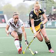 AMSTERDAM - Amsterdam - Den Bosch , Wagener Stadion , Hockey , Play-off hoofdklasse hockey , 03-05-2015 , Amsterdam speelster Jacky Schoenaker (l) in duel met Den Bosch speelster Margot van Geffen (r)