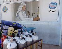 PADI reklameskilt med vannpipe