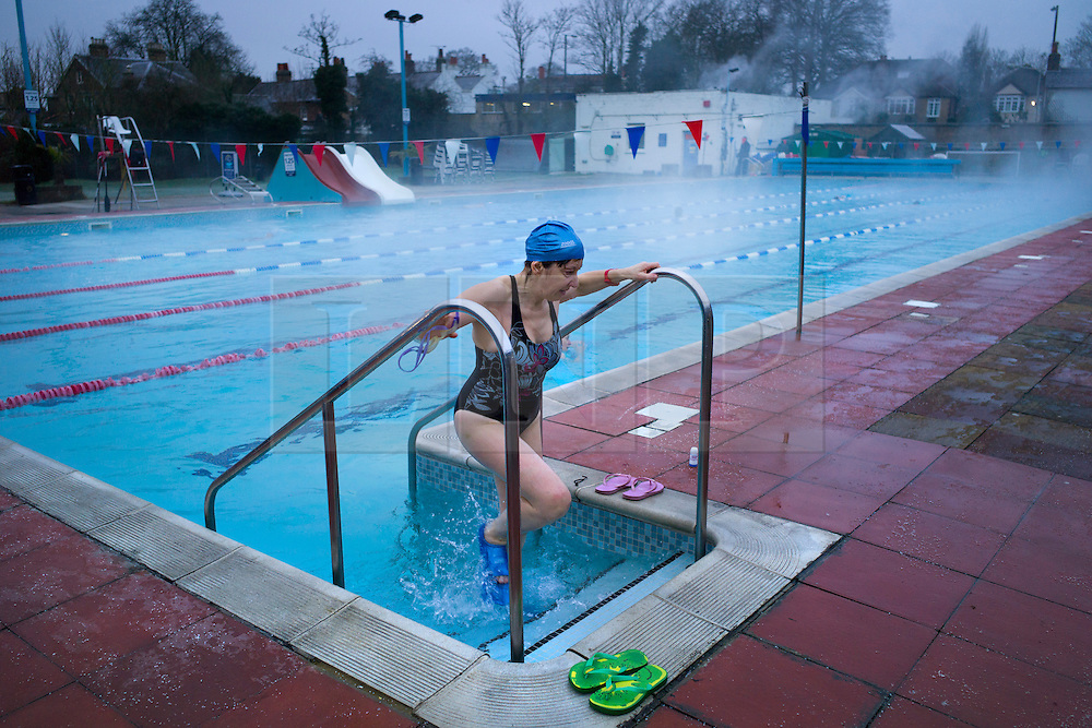 © London News Pictures. 16/01/2013. Hampton, UK. People enjoy an early morning swim in a heated swimming pool in sub zero temperatures at Hamton Pool in Hampton, Middlesex on January 16, 2013. Photo credit : Ben Cawthra/LNP