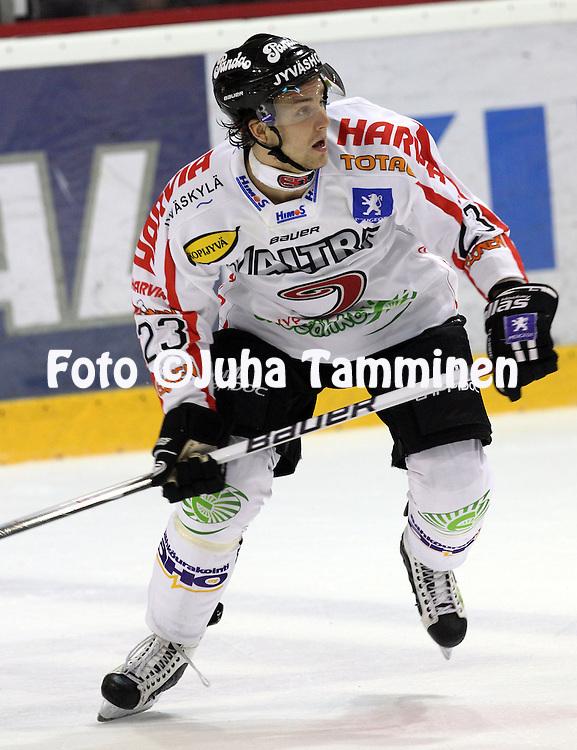 21.09.2010, Isom?en j??halli, Pori..J??kiekon SM-liiga 2010-11..EURss?t - JYP..Ossi Louhivaara - JYP..©Juha Tamminen.