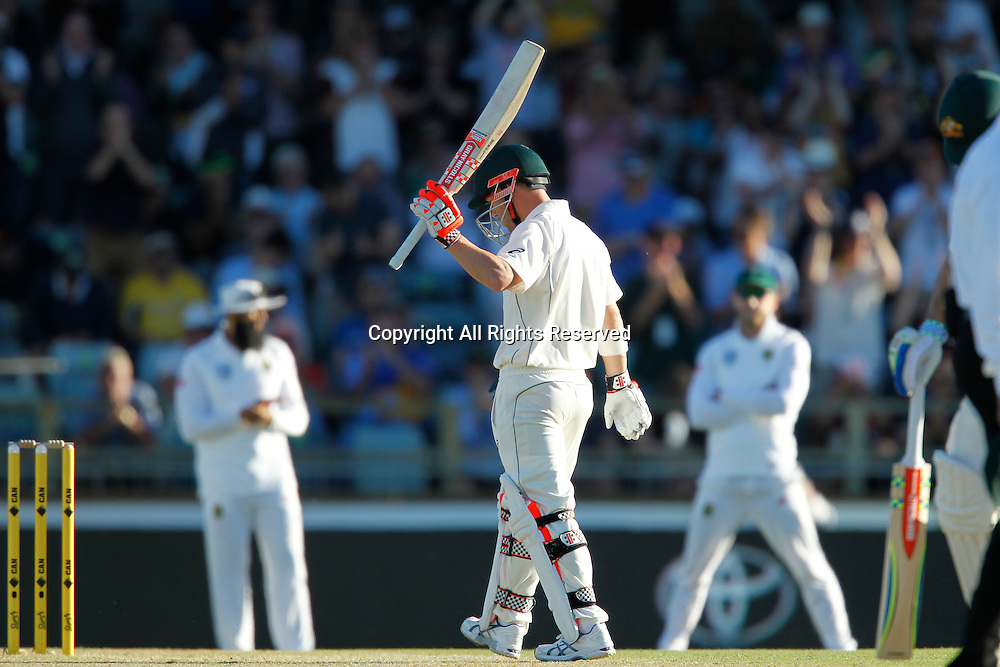 03.11.2016. Perth, Australia. International cricket, 1st Test  Day One Australia versus South Africa. David Warner salutes the crowd after scoring his fifty.