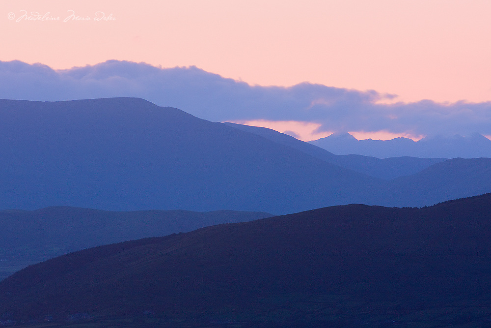 pink-blue Misty Sunrise Kerry Mountains, Ireland / kr036