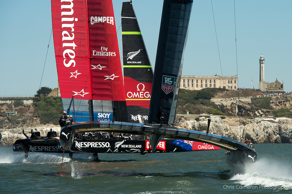 Emirates Team New Zealand leads over Oracle Racing USA on the 2nd leg of the first race of the America's Cup 34. 7/9/2013