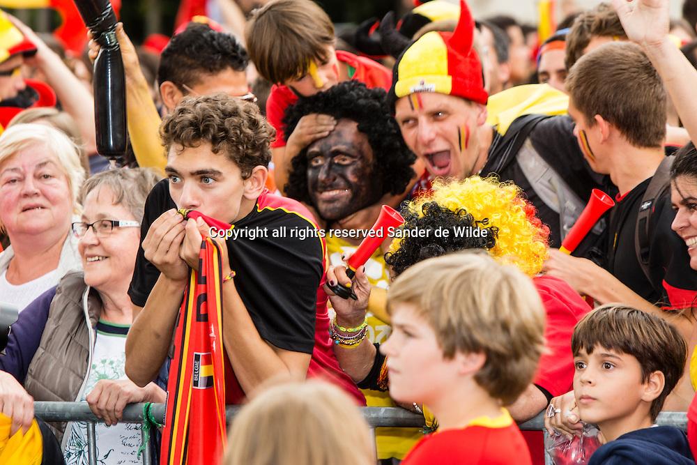 Rode Duivels ontvangst op het Koninklijk Paleis door koning Filip en koningin Mathilde. Fans voor het podium Paleizenplein