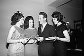 1964-16/11 Mighty Avons Launch Jim Reeves Tribute Disc