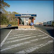 Le 16 octobre 2011, frontière Belgique / France. L'ancien poste frontière d'Adinkerke sur la RN 386 est transformé en magasin de chocolats.