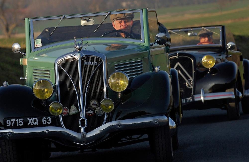 04/02/07 - BILLOM - PUY DE DOME - FRANCE - Comparatif CITROEN Traction 7 Cabriolet de 1937 et BERLIET Cabriolet 1144 de 1938 - Photo Jerome CHABANNE