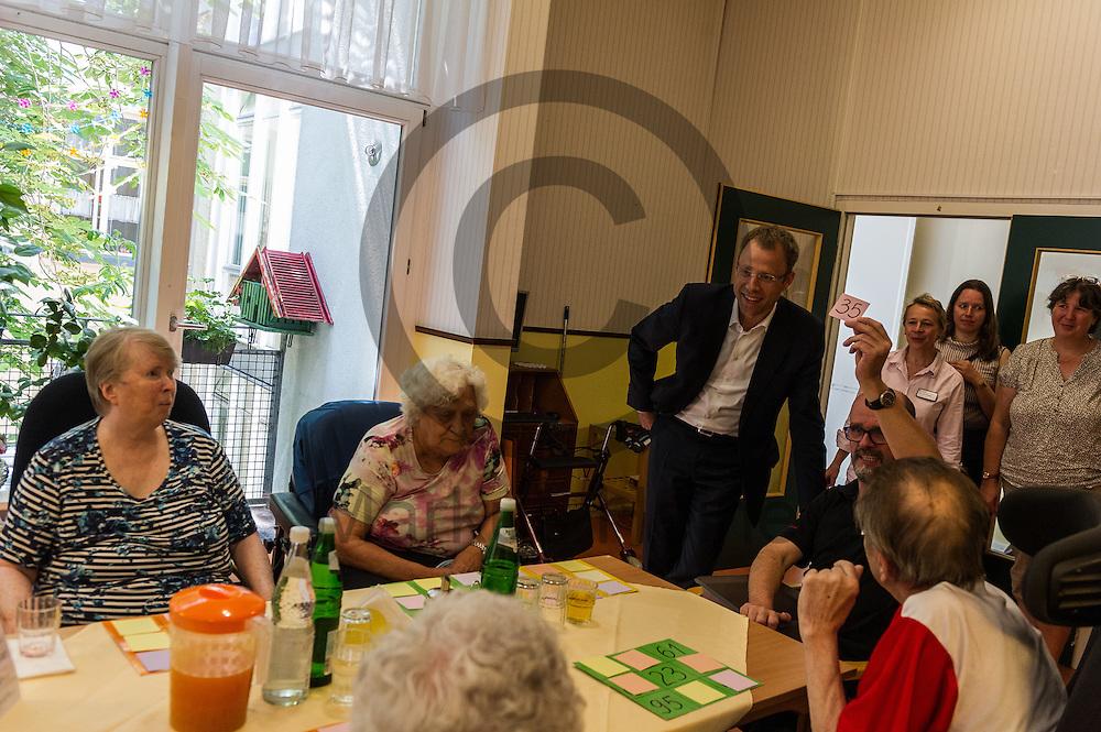 Der Senator f&uuml;r Gesundheit und Soziales Mario Czaja (CDU) schaut bei dem Besuch eines Altenheims Agaplesion Bethanien Haus Bethesda am 08.06.2016 in Berlin, Deutschland Bewohnern beim Bingo spielen zu. Der Landespflegeplan behandelt Themen der &auml;lter werdenden Stadt und Antworten auf die kommenden Herausforderungen. Foto: Markus Heine / heineimaging<br /> <br /> ------------------------------<br /> <br /> Ver&ouml;ffentlichung nur mit Fotografennennung, sowie gegen Honorar und Belegexemplar.<br /> <br /> Bankverbindung:<br /> IBAN: DE65660908000004437497<br /> BIC CODE: GENODE61BBB<br /> Badische Beamten Bank Karlsruhe<br /> <br /> USt-IdNr: DE291853306<br /> <br /> Please note:<br /> All rights reserved! Don't publish without copyright!<br /> <br /> Stand: 06.2016<br /> <br /> ------------------------------w&auml;hrend der Vorstellung des Landespflegeplan am 08.06.2016 in Berlin, Deutschland. Der Landespflegeplan behandelt Themen der &auml;lter werdenden Stadt und Antworten auf die kommenden Herausforderungen. Foto: Markus Heine / heineimaging<br /> <br /> ------------------------------<br /> <br /> Ver&ouml;ffentlichung nur mit Fotografennennung, sowie gegen Honorar und Belegexemplar.<br /> <br /> Bankverbindung:<br /> IBAN: DE65660908000004437497<br /> BIC CODE: GENODE61BBB<br /> Badische Beamten Bank Karlsruhe<br /> <br /> USt-IdNr: DE291853306<br /> <br /> Please note:<br /> All rights reserved! Don't publish without copyright!<br /> <br /> Stand: 06.2016<br /> <br /> ------------------------------