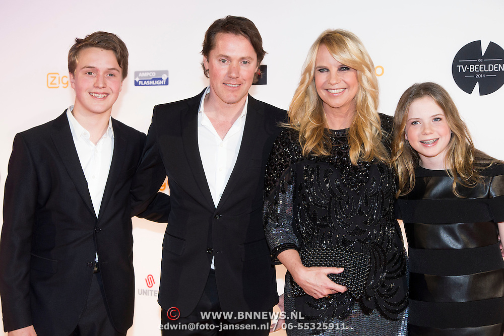 Photo of Linda De Mol & her Daughter  Noah Vahle