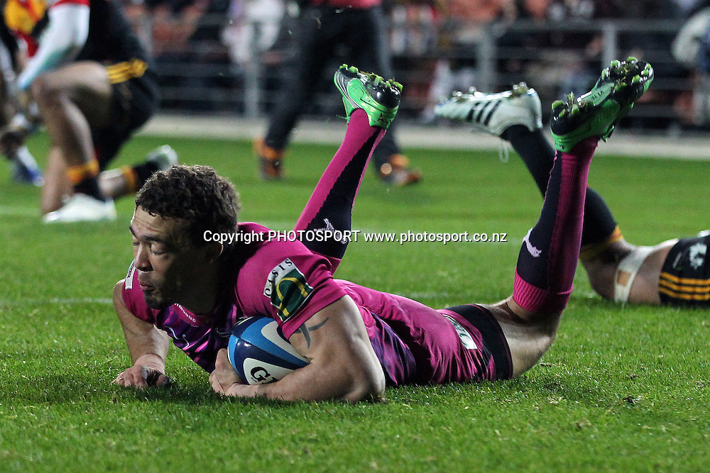 Bulls' Bjorn Basson with a try. Super Rugby rugby union match, Chiefs v Bulls at Waikato Stadium, Hamilton, New Zealand. Friday 25th May 2012. Photo: Anthony Au-Yeung / photosport.co.nz