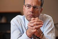 09 JAN 2009, BERLIN/GERMANY:<br /> Haende von Frank-Juergen Weise, Praesident der Bundesanstalt fuer Arbeit, BfA, waehrend einem Interview, in seinem Buero, Bundesanstalt fuer Arbeit Berlin<br /> IMAGE: 20090109-02-026<br /> KEYWORDS: Frank-J&uuml;rgen Weise, H&auml;nde, Hand